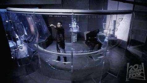 """Tom Cruise manipulant des fichiers """"à la main"""" dans Minority Report (crédit : Twentieth Century Fox et Dreamworks)"""