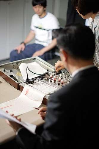Le polygraphe est un instrument destiné à confondre un suspect. © JaeYong, BAE/Licence Creative Commons
