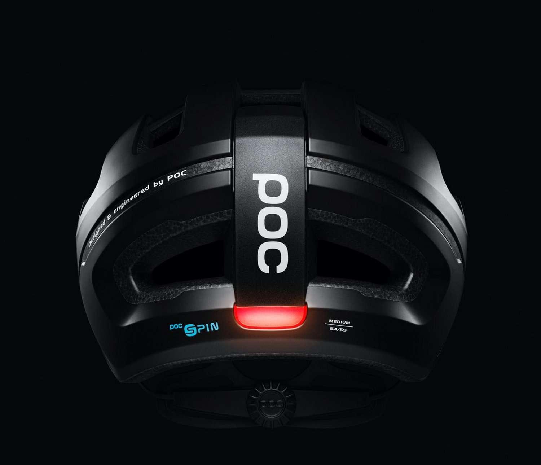 L'éclairage Led du casque de vélo POC Omne Eternal s'active automatiquement grâce à un capteur de luminosité. © POC