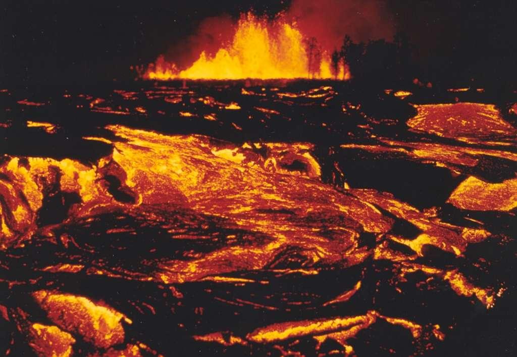 Les épanchements basaltiques massifs du Kilauea en 1983 donnent une faible idée de ce qui s'est passé en Sibérie il y a 250 millions d'années environ. © Daniel Joseph Johnson