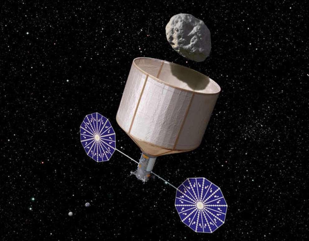 Capturer et amener un astéroïde en orbite autour de la Lune : c'est la garantie d'un programme scientifique et technologique sur plusieurs décennies. Il s'agirait surtout d'un tremplin idéal pour l'exploration humaine de l'espace, grâce à l'utilisation de ses ressources. © Rick Sternbach, Keck Institute for Space Studies