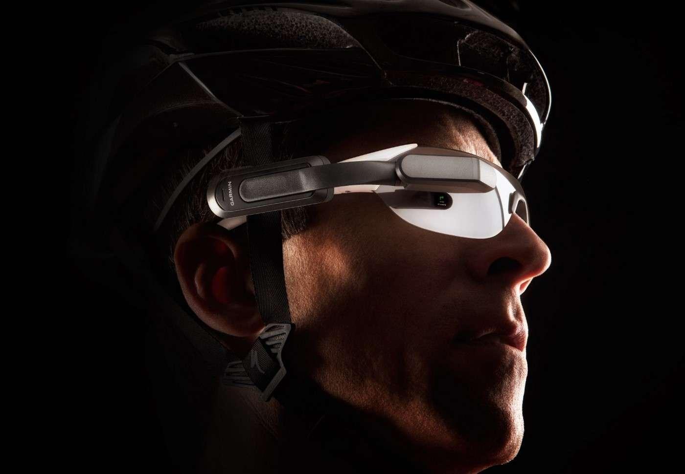 Pour tous les sportifs déjà équipés de lunettes de protection, Garmin a conçu un système d'affichage tête haute amovible qui s'adapte à tous les modèles. Un concept judicieux mais pour lequel il faudra casser sa tirelire. © Garmin
