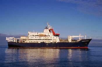 Avec son carottier géant, le Marion Dufresne peut effectuer des prélèvements jusqu'à soixante mètres sous le fond de l'océan. Ce grand navire (120,50 mètres), polyvalent, sert à des recherches océanographiques, sous la responsabilité de l'Institut polaire