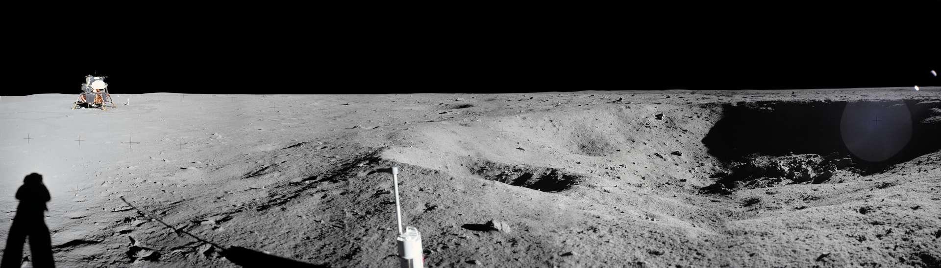 Panorama de la base de la Tranquillité, site des premiers pas de l'Homme sur la Lune le 21 juillet 1969, reconstitué à partir des images prises par Neil Armstrong. © Neil Armstrong, Apollo 11, Nasa