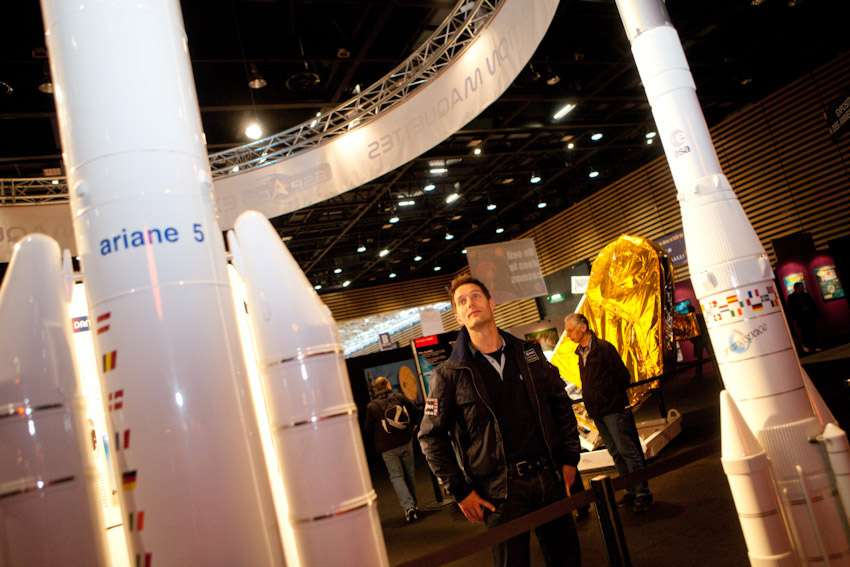 Ingénieur de formation, Thomas Pesquet qui a travaillé au Cnes et chez Air France a réussi sa formation d'astronaute. Il sera le dixième Français à voler dans l'espace. On le voit ici lors de l'inauguration de l'exposition consacrée à l'espace durant de la Foire internationale de Lyon (mars 2011). © Elisabeth Rull
