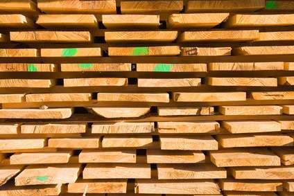 Planches de bois en train de sécher. © Hervé Rouveure