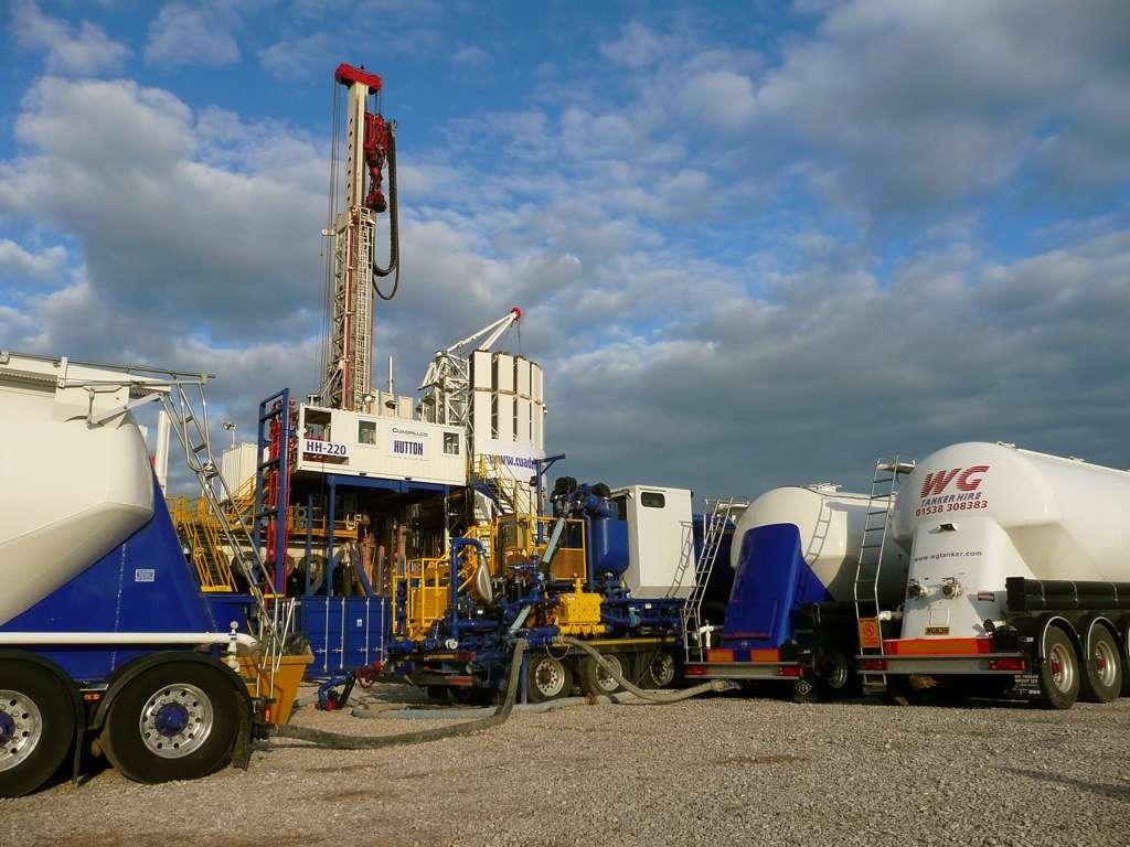 Aux États-Unis, près de 20.000 puits d'exploitation du gaz de schiste devraient voir le jour chaque année jusqu'en 2035 (selon un article paru en juillet 2012 dans Environmental Health). Cependant, jusqu'à 10 puits pourraient être creusés par plateforme afin de réduire l'impact sur le territoire. © Justin Woolford, Flickr, cc ny nc sa 2.0