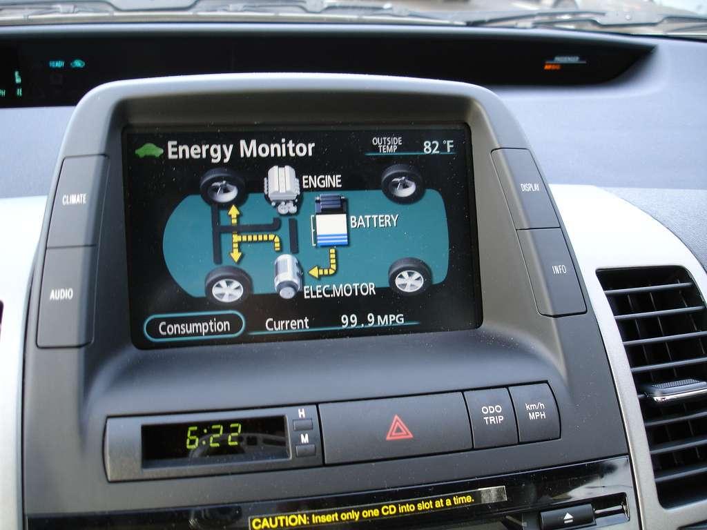 Le tableau de bord d'une voiture hybride Diesel indiquant le mode de fonctionnement du véhicule. © It's Our City, cc by 2.0