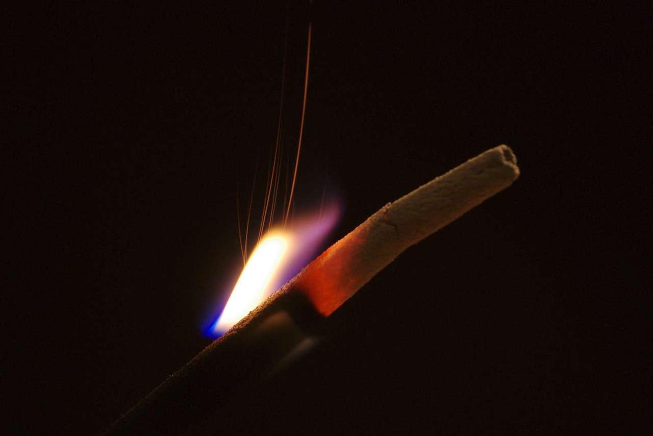 Les bâtons d'encens ainsi que les bougies parfumées dégageraient, dans certains cas au moins, des composés toxiques pour la santé humaine, à tel point que le ministère de l'Écologie songe à les retirer du marché... © Le Piment, Flickr, cc by nc nd 2.0