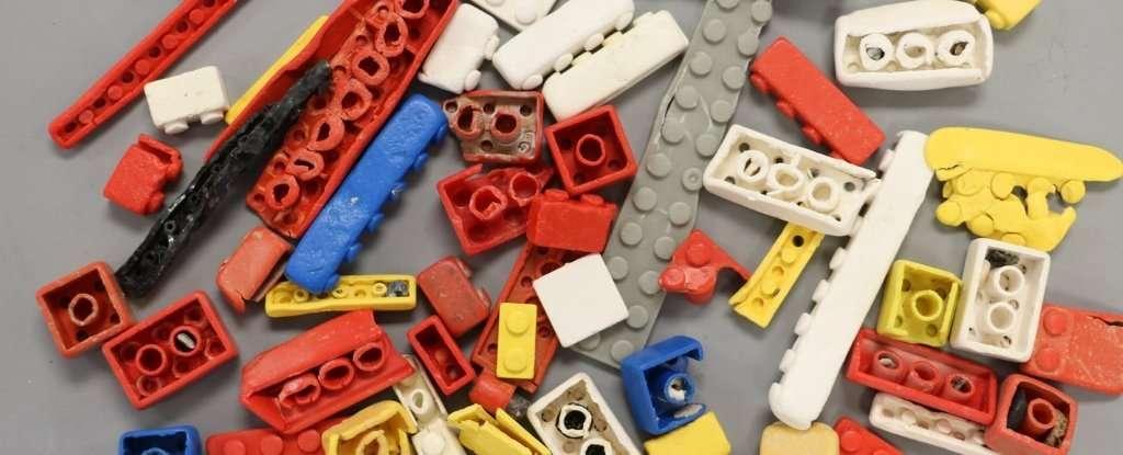 Les petites briques Lego sont quasi indestructibles. Idéal pour la manipulation par les enfants mais pas quand elles se retrouvent dans l'environnement. © Andrew Turner, Université de Plymouth