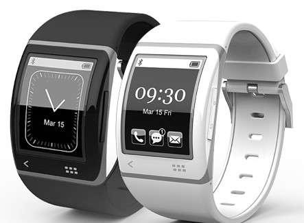 La montre intelligente Sonostar intègre un écran flexible 1,7 pouce, réalisé par E-Ink, qui utilise la technologie d'encre électronique, que l'on trouve par exemple dans les liseuses Kindle d'Amazon. Elle peut synchroniser des données et piloter de nombreuses fonctions d'un smartphone Android ou iPhone, grâce à une connexion Bluetooth. © Sonostar
