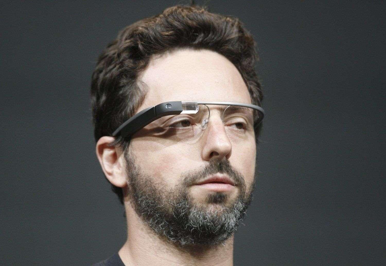 L'arrivée des Google Glass va-t-elle engendrer un nouveau bras de fer entre le géant d'Internet et les autorités internationales de protection des données ? Si l'on trouve l'ensemble des composants de ces Google Glass dans n'importe quel smartphone, les lunettes à réalité augmentée n'ont pas la même finalité et leur créateur reste le plus souvent assez ambigu sur ce qu'il compte faire avec les données qu'il recueille. © Google