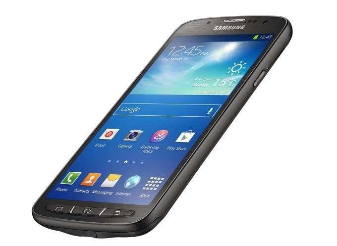 Outre le Galaxy S4 Zoom, Samsung a décliné son modèle phare en S4 mini et S4 Active (ci-dessus) étanche à l'eau et la poussière. © Samsung
