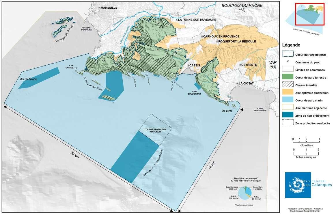 La carte officielle du Parc national des Calanques. L'archipel du Frioul, est exclu de la zone maritime. Dans la zone « optimale d'adhésion » (en orange sur la carte), les communes s'engagent elles-mêmes sur les mesures à prendre. © GIP des Calanques