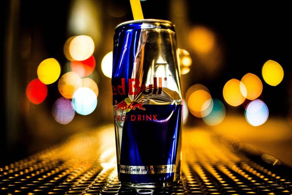 Les boissons énergisantes sont de plus en plus banalisées. Des études de plus en plus nombreuses les accusent pourtant d'être mauvaises pour la santé et notamment pour le cœur. © Tim RT, Flickr, cc by nd 2.0