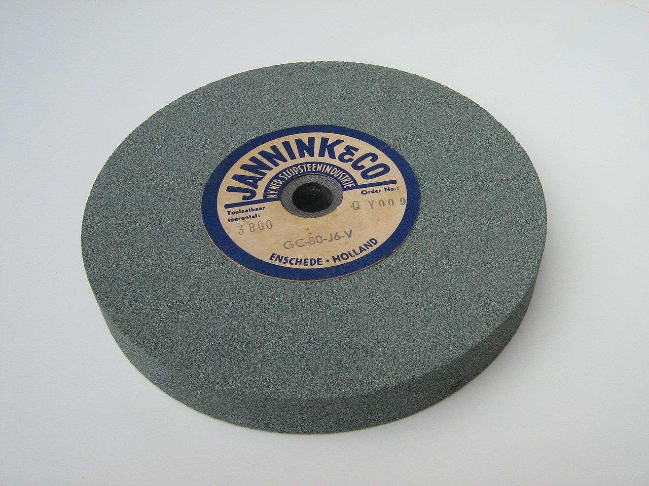 Le nitrure de bore présente une dureté proche de celle du diamant. Il est donc idéal pour de nombreux outils comme les meules. © Johan, Wikimedia Commons, GNU 1.2