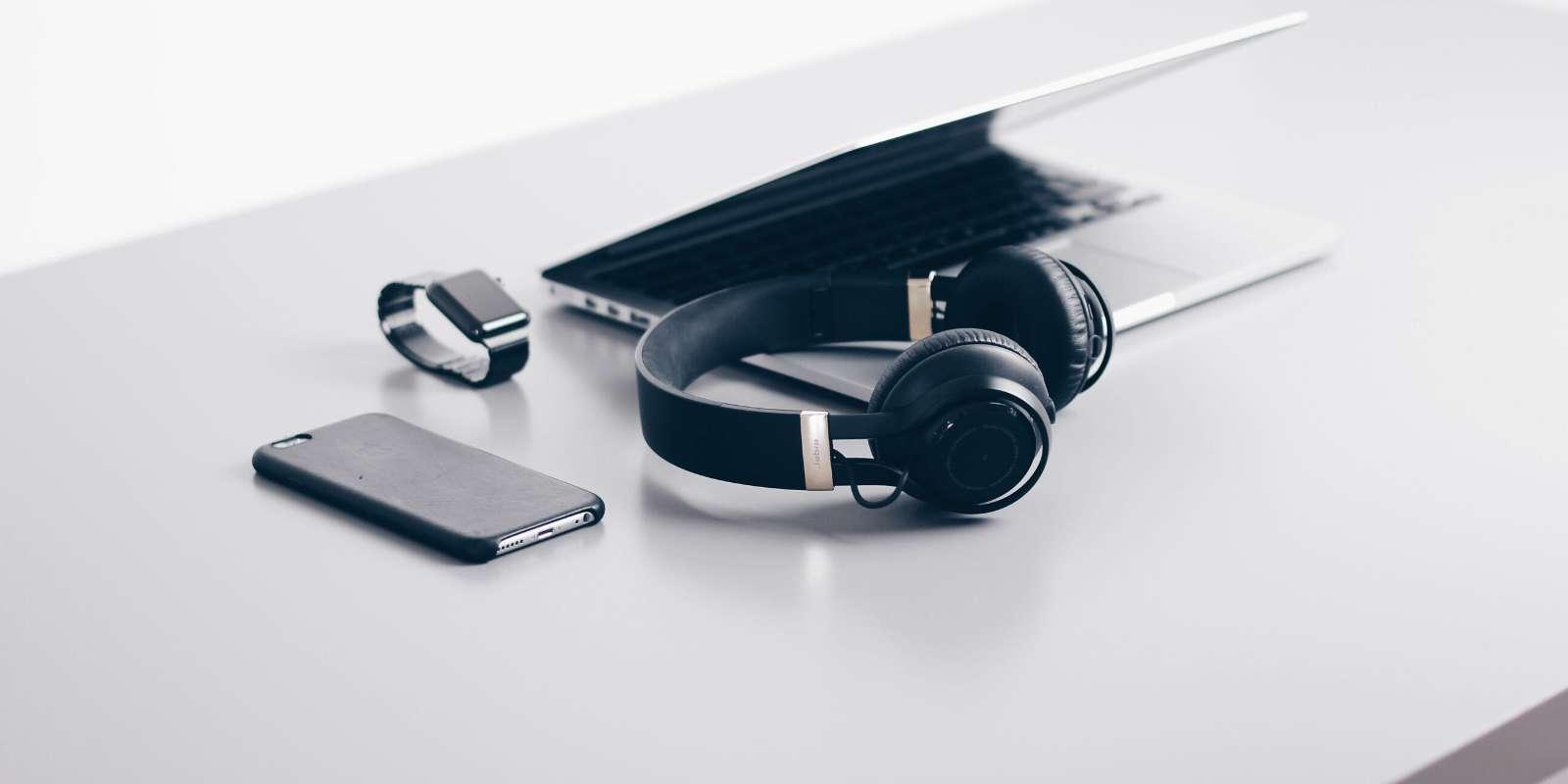 Avec les marques Bose et Marshall, Sennheiser s'impose comme l'un des leaders sur le marché des casques audio bluetooth intelligents. © Unsplash