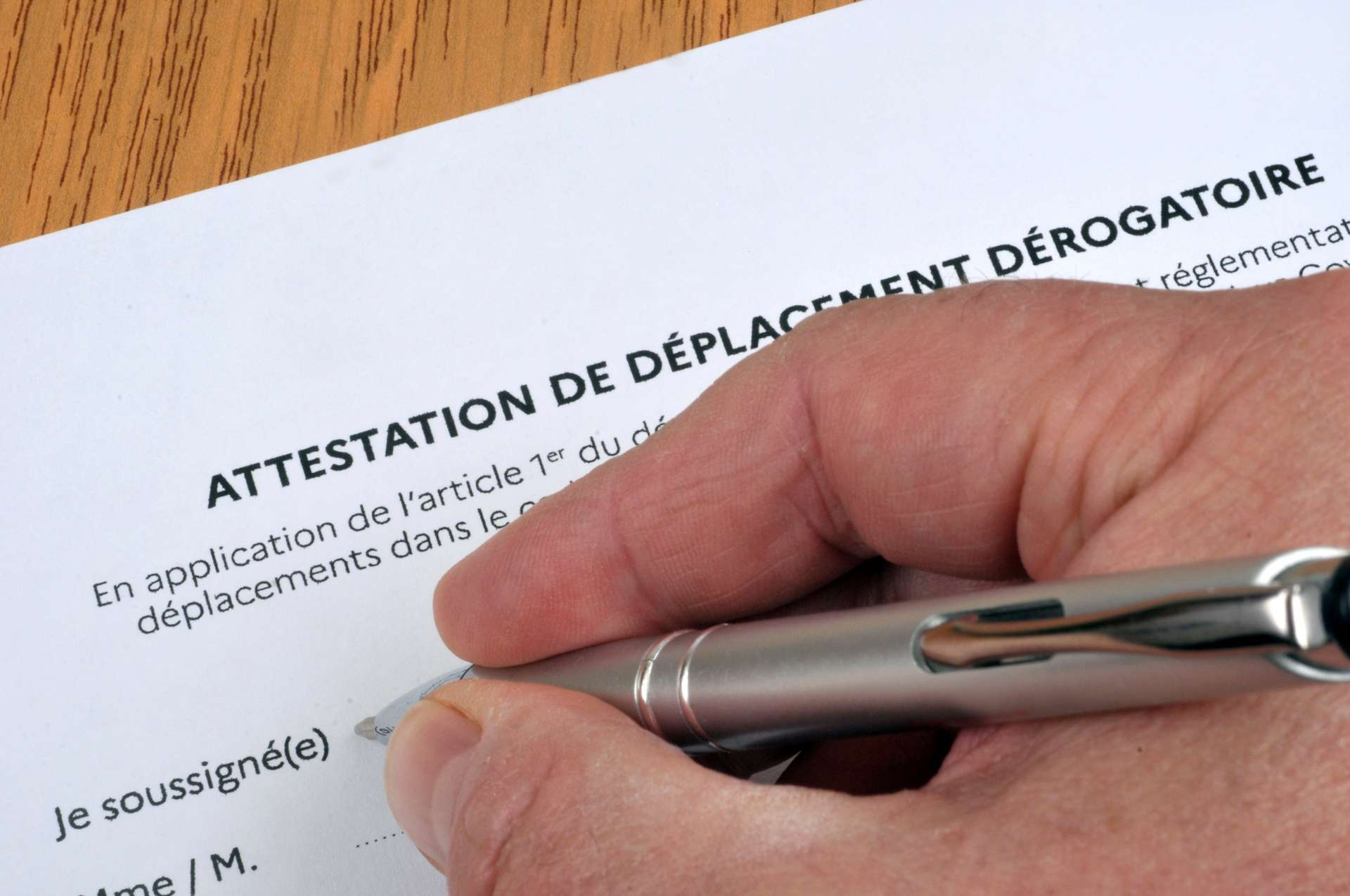 Téléchargez votre attestation dérogatoire © Richard Villalon, Adobe Stock