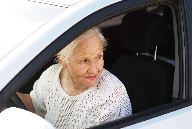 Une nouvelle étude américaine montre que les personnes âgées qui continuent à prendre le volant sont en meilleure santé. © Nika Art, shutterstock.com