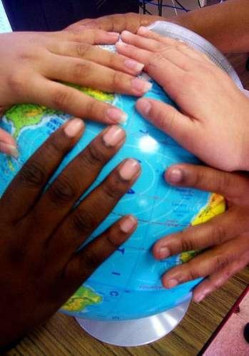 Notre langage est le fruit de l'évolution et de nos cultures - Crédit : Sweet Trade