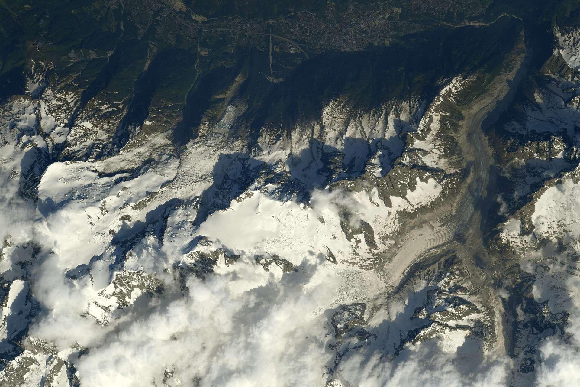 Le Mont Blanc, la Mer de Glace et la Vallée de Chamonix, photographiés par Thomas Pesquet, en juin 2021. © ESA/Nasa, Thomas Pesquet