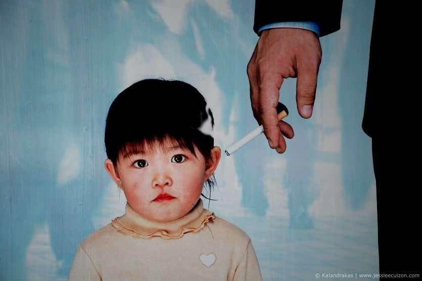 La fumée de cigarette contient environ 4.000 substances chimiques différentes, parmi lesquelles 60 sont considérées comme cancérigènes. Elle est donc dangereuse pour le fumeur, mais aussi pour son entourage. © jessleecuizon, Flickr, cc by 2.0