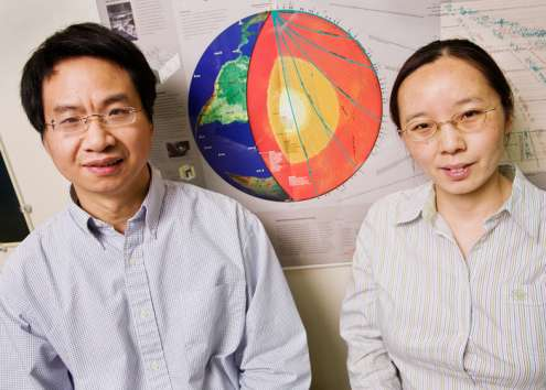 A gauche Xiaodong Song et à droite Xinlei Sun. Crédit : L. Brian Stauffer