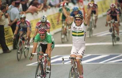 Arrivée d'une étape du Tour de France en 2002Crédit : http://www.cyclingnews.com