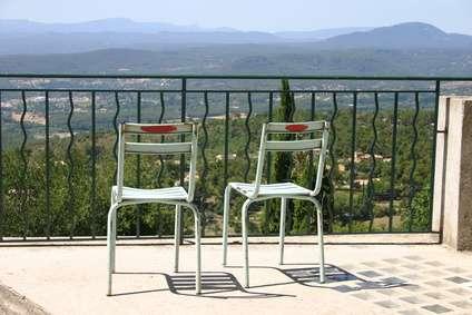 Chaises en fer peintes. © Claire-Marie Tramier