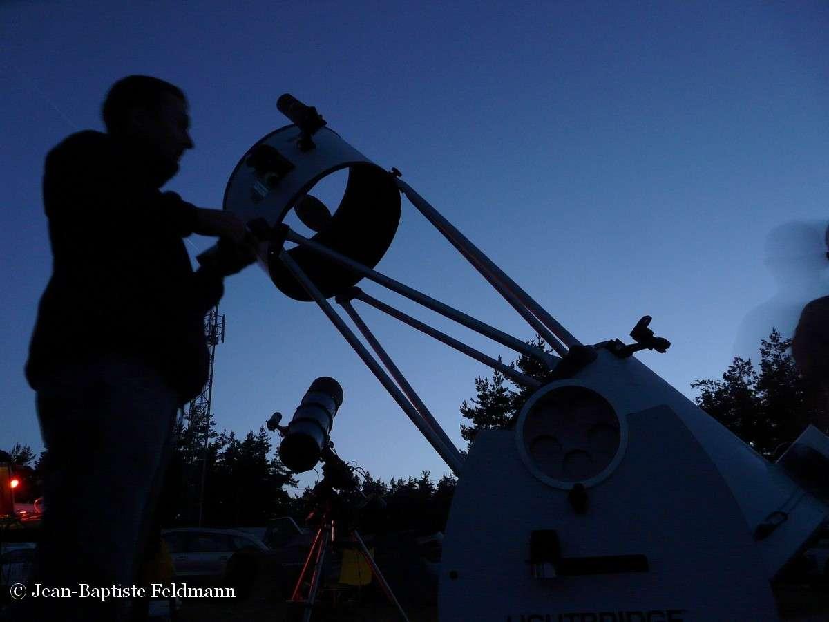 Le temps du pont de l'Ascension, la commune de Craponne-sur-Arzon devient la capitale européenne de l'astronomie, en accueillant plusieurs centaines d'astronomes amateurs et leurs instruments géants. © Jean-Baptiste Feldmann