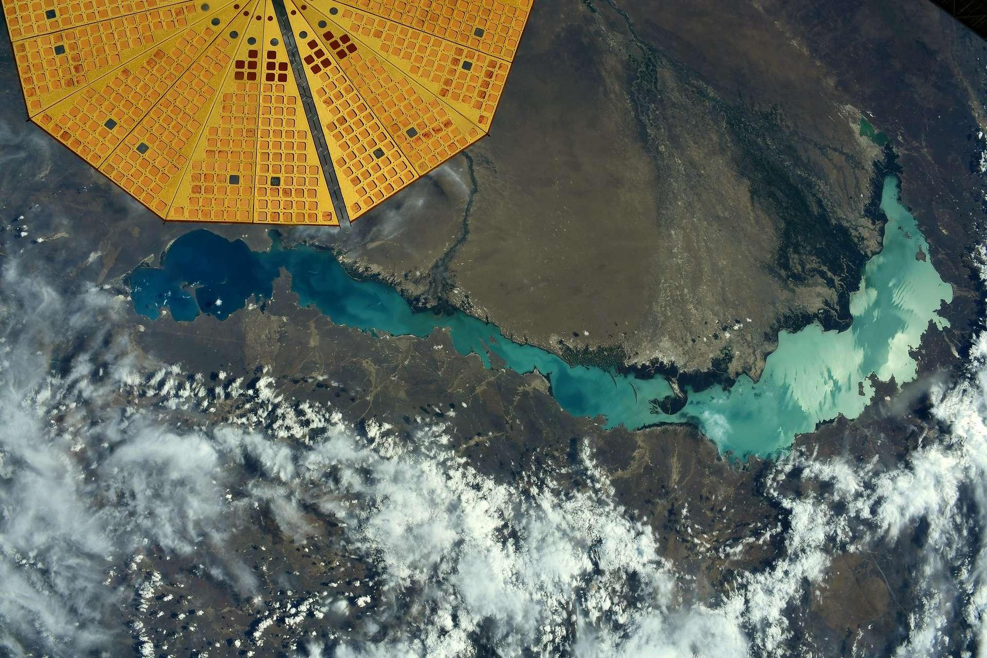 Mise à jour de l'astronaute français qui pensait prendre en photo le lac Baïkal : « C'était le mauvais lac ! Il s'agit du lac Balkhach au Kazakhstan ». © ESA/Nasa–Thomas Pesquet