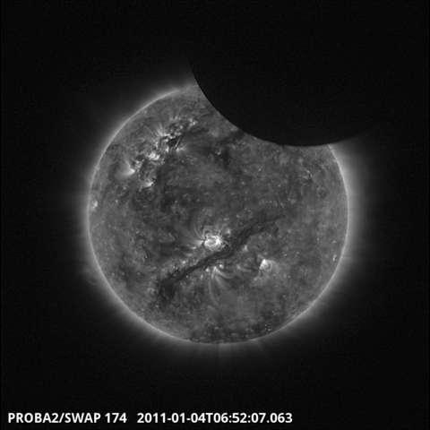L'éclipse partielle de Soleil vue depuis l'espace par le satellite Proba-2. © Esa