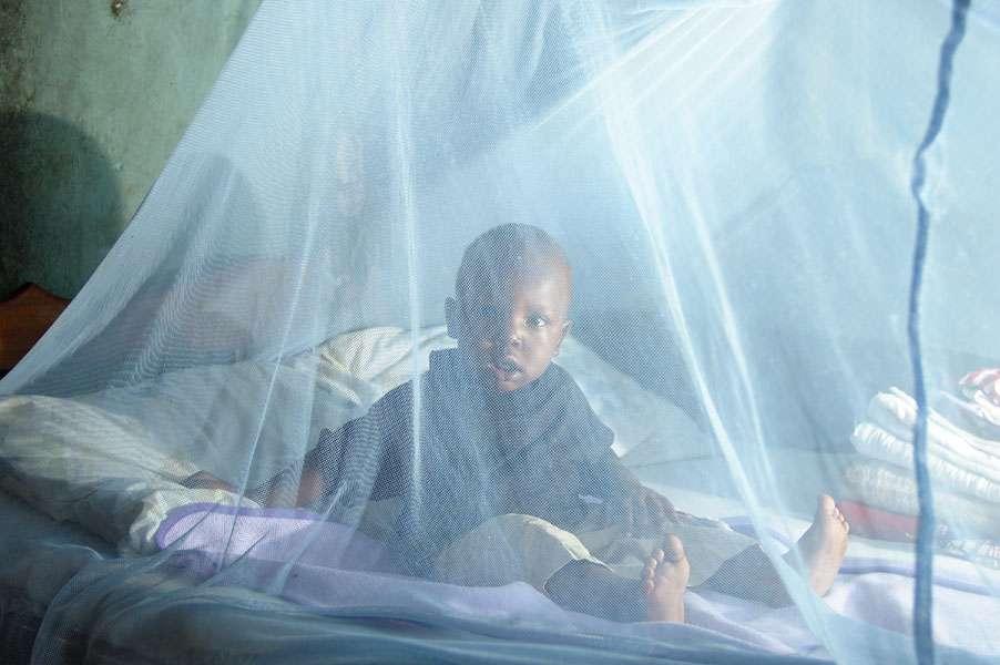 Parmi les moyens de lutter contre le paludisme, les moustiquaires sont un rempart efficace contre les moustiques. Elles ne peuvent cependant pas être utilisées en permanence. © DFID, Flickr, cc by nc nd 2.0
