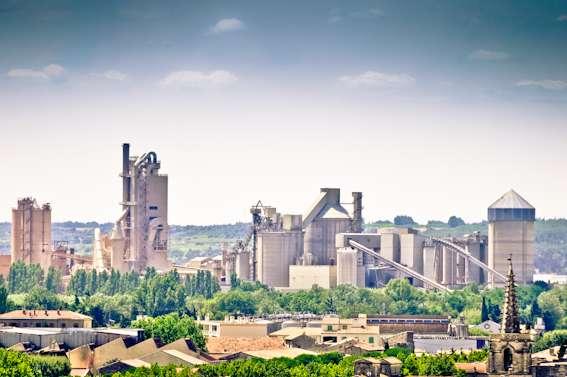 Le ciment participe au réchauffement climatique car sa production rejette d'importantes quantités de dioxyde de carbone. © Davidbascunana, Wikimedia Commons, cc by 3.0
