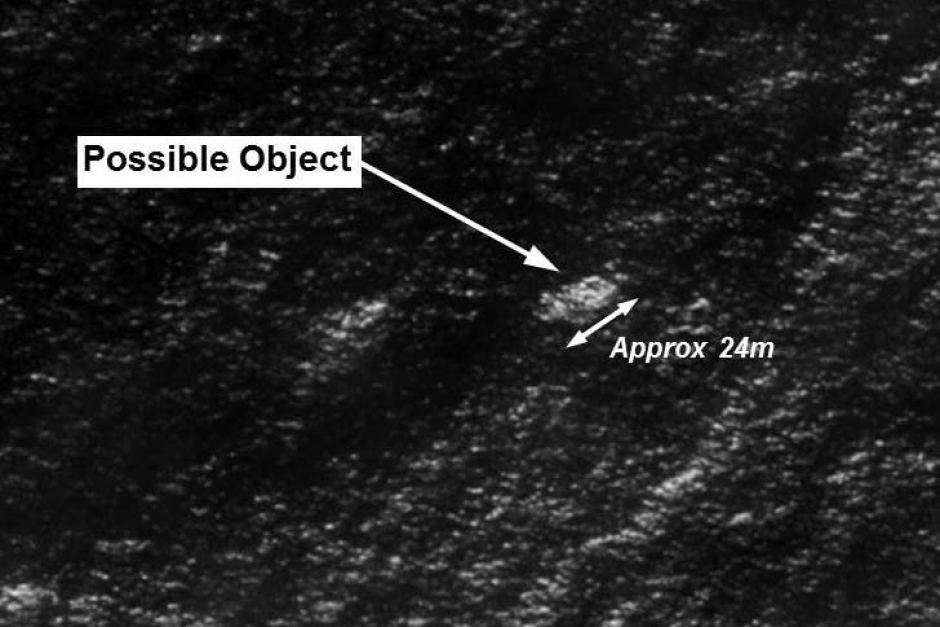 L'image du grand débris repéré par satellite au sud de l'océan Indien et diffusée par l'Autorité australienne de sécurité maritime (Amsa). Des avions ont déjà survolé la zone mais n'ont pour l'instant rien trouvé et, ce 20 mars, ont interrompu les recherches à la tombée de la nuit. © Amsa