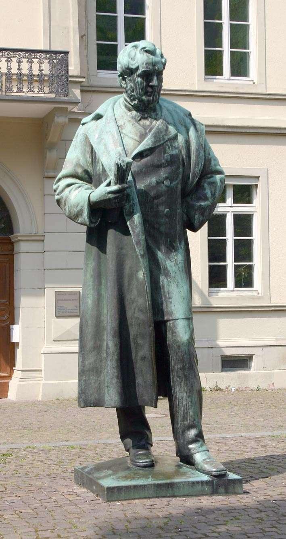 Une statue de Robert Wilhelm Bunsen, à Heidelberg, en Alemagne. © Sven Teschke, Büdingen/Licence Creative Commons