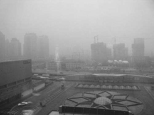 En janvier 2013, le smog de Pékin était tellement épais qu'on ne voyait plus le ciel. L'indice de pollution était de 755, alors que le maximum habituel de l'échelle de mesure de l'Air Quality Index est de 500. © Kevin Dooley, cc by 2.0