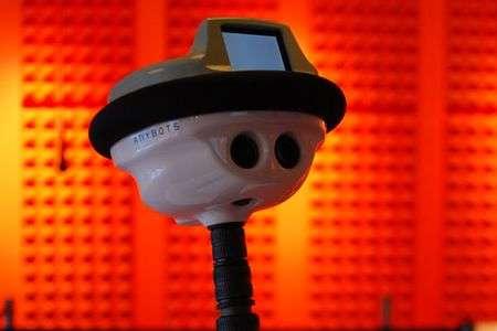 QB le robot voit et écoute. Il peut assurer une téléprésence utilisable dans de multiples situations. En Rhône-Alpes, l'expérience, originale, porte sur l'aide à des élèves empêchés (pour de bonnes raisons...) de venir à l'école. © Anybots