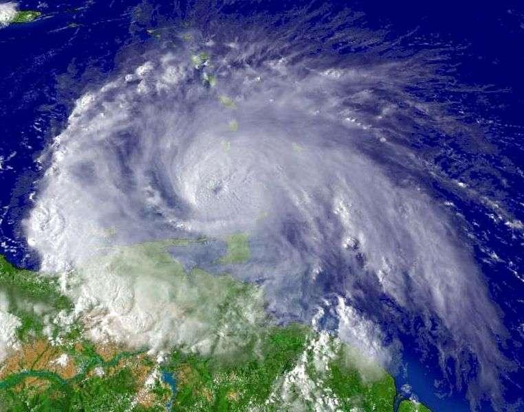 La force de Coriolis dévie les vents vers la droite dans l'hémisphère nord et dirige la trajectoire des cyclones. © NOAA