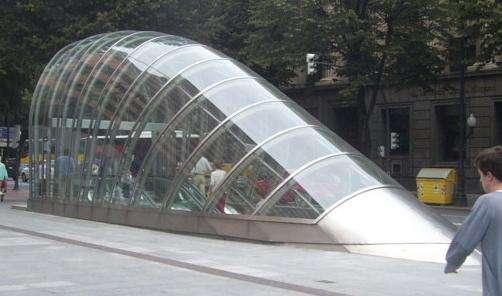 L'édicule est une installation publique souvent utilisée pour protéger les bouches de métro. © Montréalais, GNU 1.2, Wikimedia Commons
