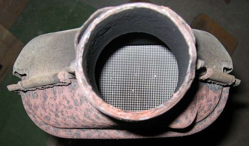 Détails de la structure en nid d'abeille d'un pot catalytique. © The RedBurn CC by-sa