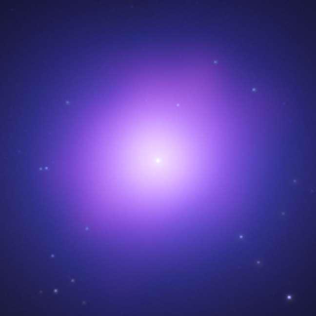 Image composite des données de Chandra en rayons X (en violet) et de Hubble (bleu) de la galaxie elliptique géante, NGC 4649, située à environ 51 millions d'années-lumière. Au centre, le pic en rayons X indiquant le trou noir central. Crédit : Nasa