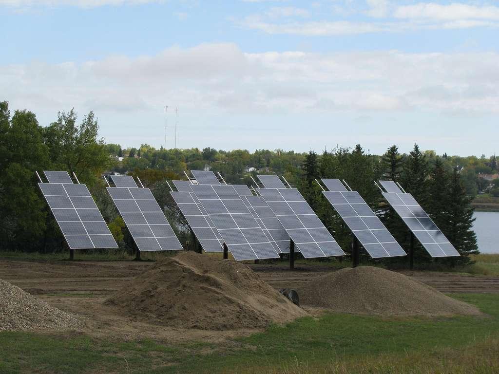 Le Grenelle de l'environnement prévoit pour le photovoltaïque un objectif de 5.400 MW, cumulés d'ici 2020. © USFWS Mountain Prairie, Flickr, cc by 2.0