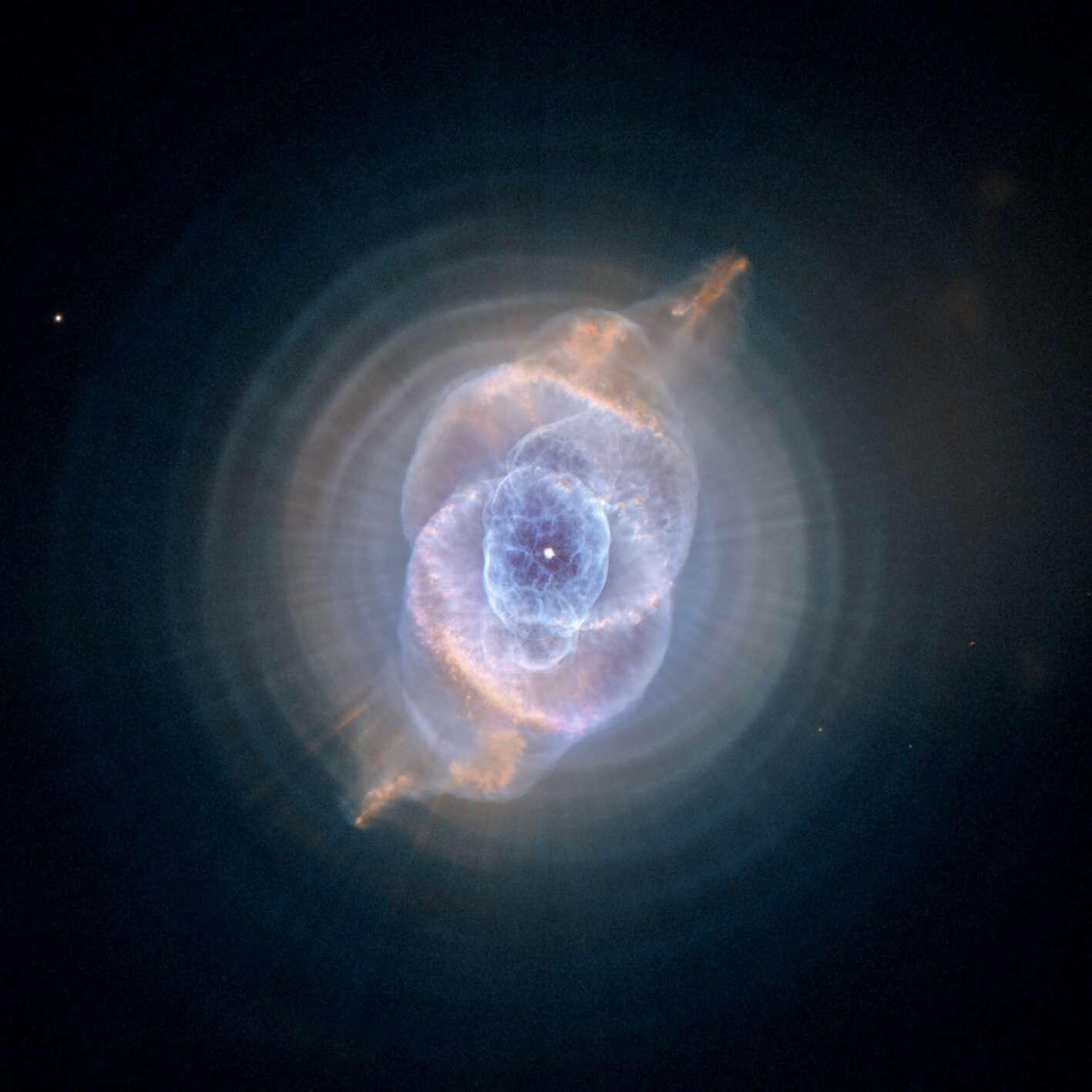 Nébuleuse de l'œil de Chat, photo prise par le télescope spatial Hubble grâce à la caméra de prospection avancée (ACS). © Nasa
