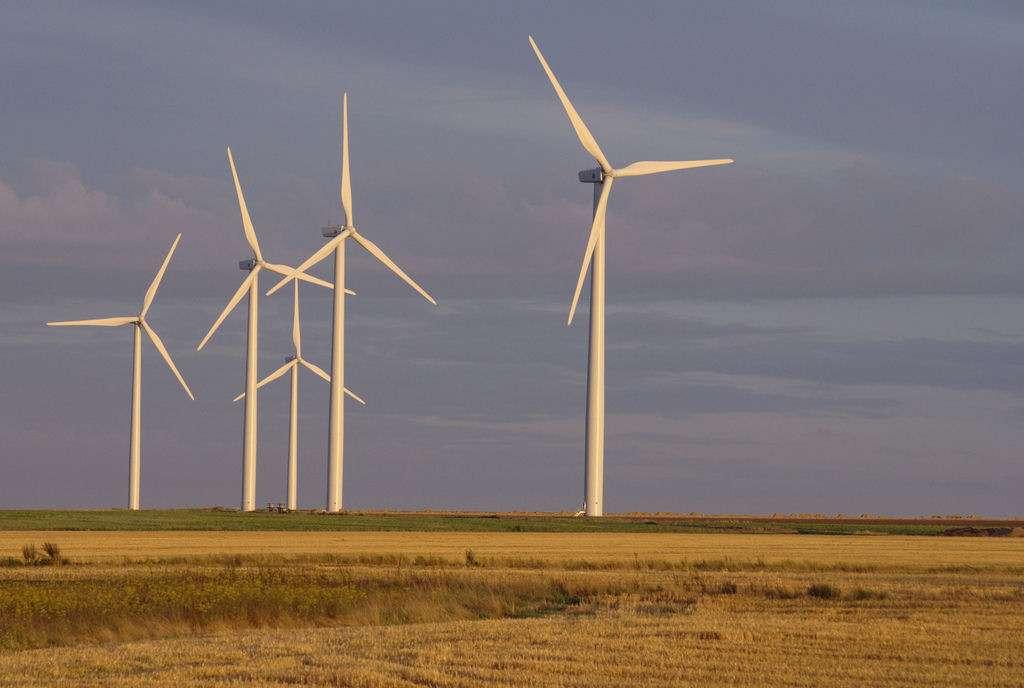 L'énergie créée par les parcs éoliens au gré des vents mais pas des besoins des utilisateurs doit pouvoir être stockée efficacement quelque part... © Olivier Tétard/Flickr CC
