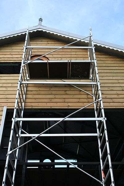 L'échafaudage est largement utilisé dans le domaine de la construction et du BTP. © Thierry Caro, CC BY S-A 2.5, Wikimedia Commons
