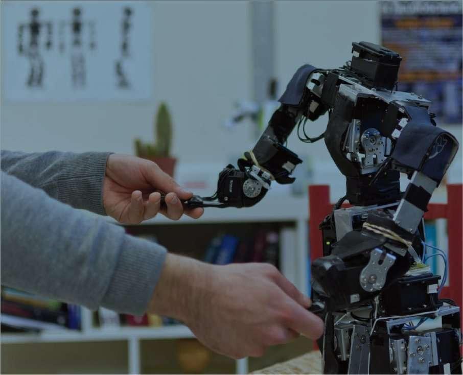 Acroban, un petit robot sans tête mais solide sur ses jambes et que l'on peut bousculer ou prendre par la main pour le guider. © Inria Bordeaux Sud-Ouest
