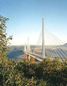 Le viaduc de Millau (crédit : structurae Daniel Lavabre)