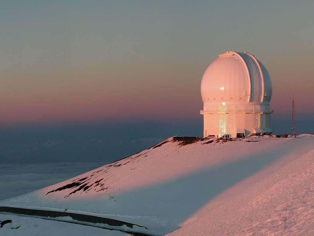 Cette coupole abrite le télescope de 3,6 mètres de diamètre du CFHT. Crédit CFHT