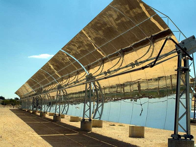 Grâce à une technique hybride, adaptée des miroirs cylindroparaboliques, des chercheurs du MIT améliorent le rendement de l'énergie solaire. © David Shankbone, Wikipédia, cc by sa 3.0